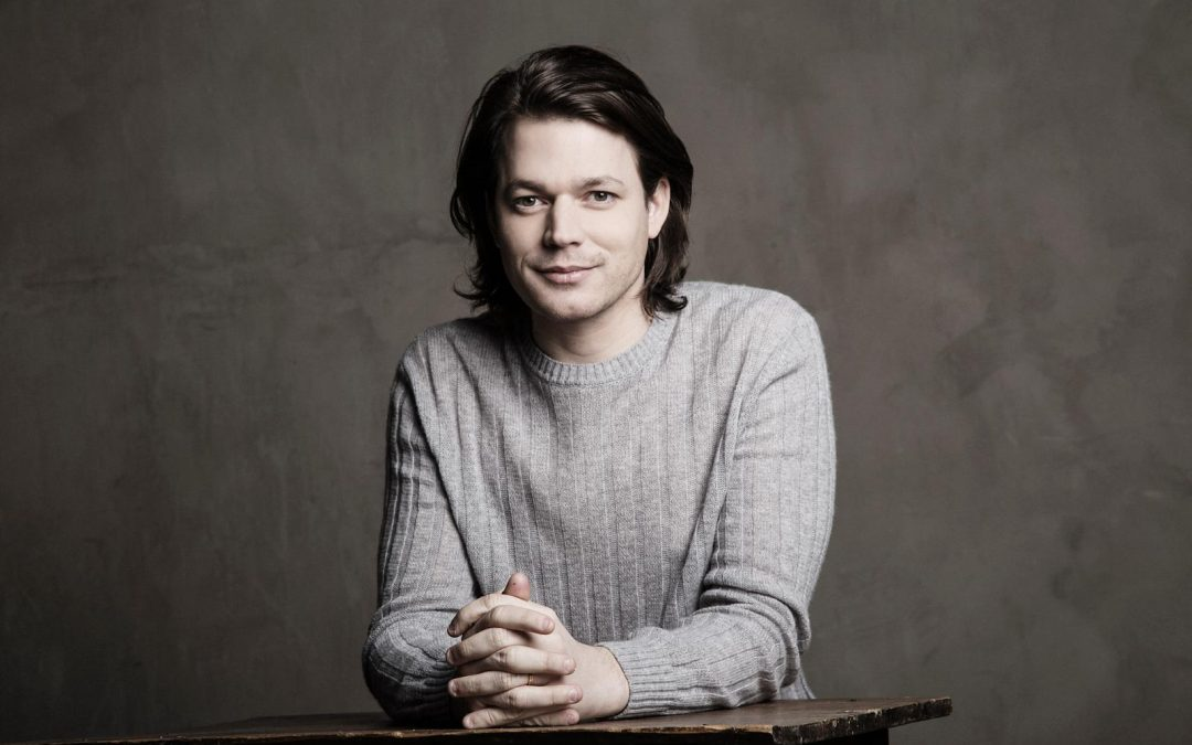 "David Fray Gives Concert of ""Immense Beauty"" at Santiago's Municipal Theater"